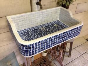 高級タイル使用のエレガントなブルーホワイトシンク (S) 1685 - ガーデンシンク シンク タイル 流し台 DIY 庭 洗い場 オシャレ -