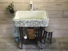 親子カエルのポイント入り!グリーンマーブルの味わいシンク  (S) 1839 –  ガーデンシンク シンク タイル 流し台  庭 洗い場 屋外 -