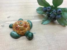【 沖縄ハンドメイド 】カメの焼き物(オレンジグリーン)